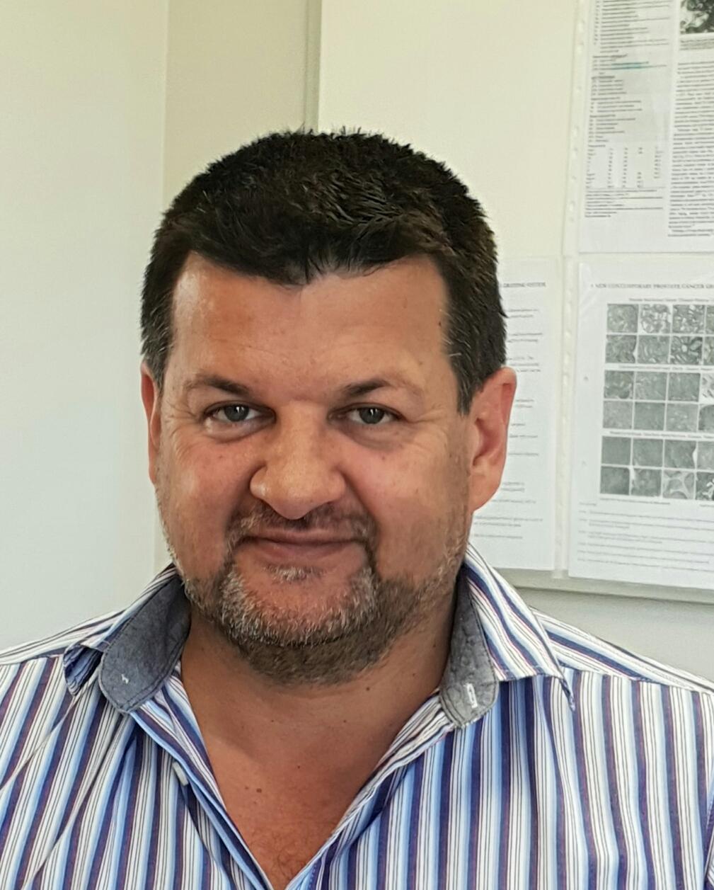 Dr G van der Linde